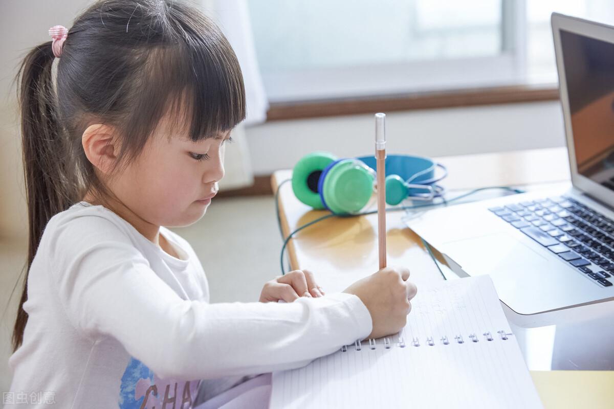 孩子学习爱分心?了解影响因素,家长可陪伴孩子一起提高注意力