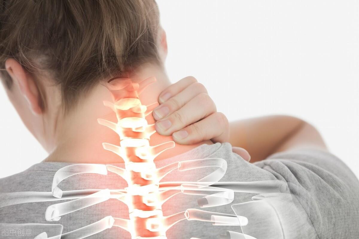 颈疼就是颈椎病?它的7大症状需谨记,早知道早预防