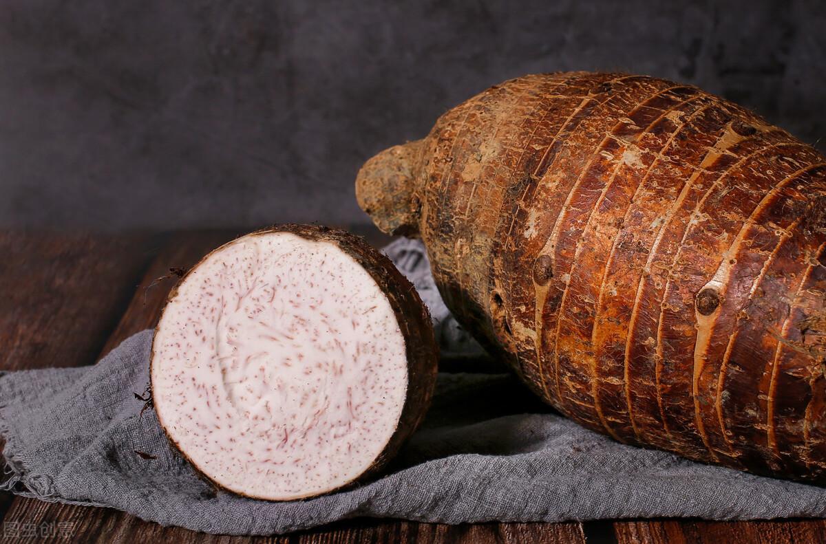 芋頭別炸著吃了,簡單蒸一蒸就能上桌,軟糯鹹香,營養豐富好消化