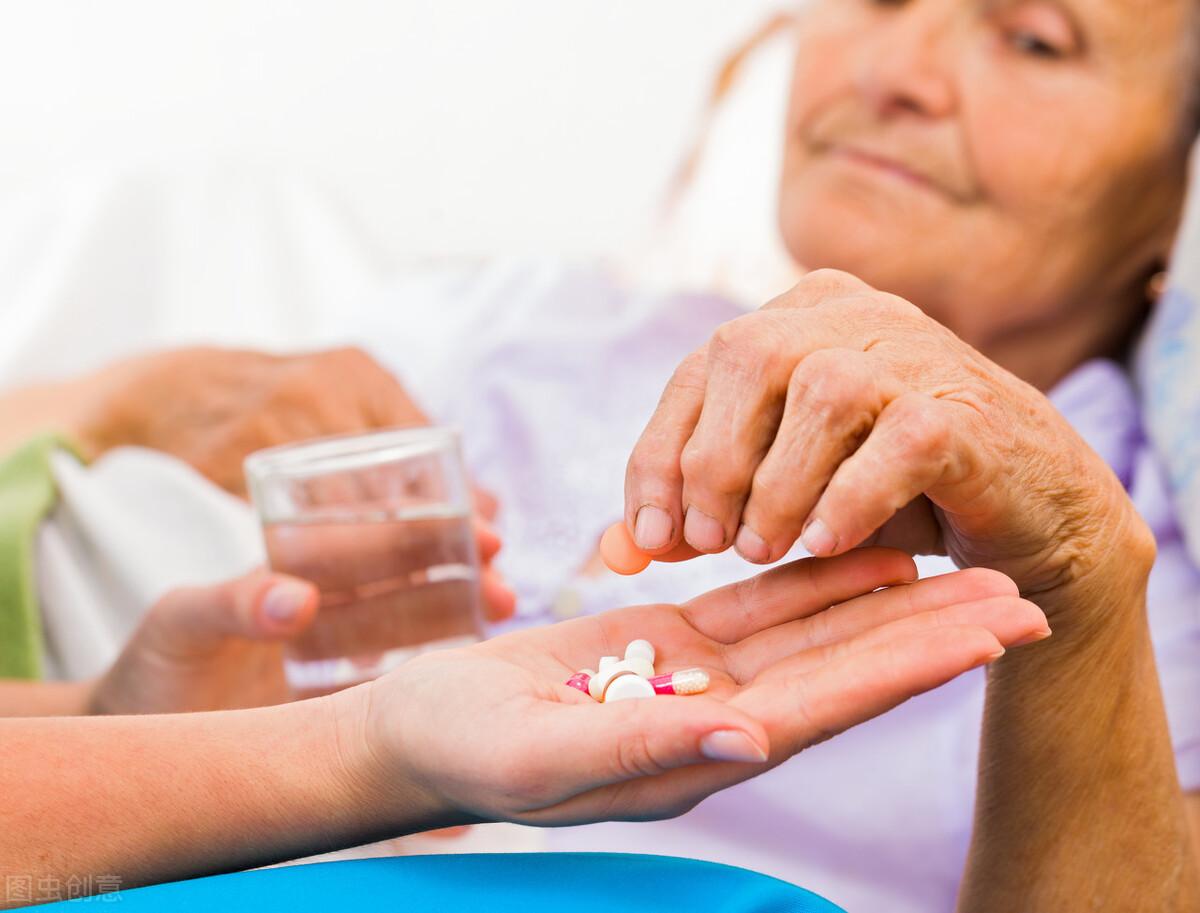 老人在家需多注意,家中常备这6种药物,以防万一