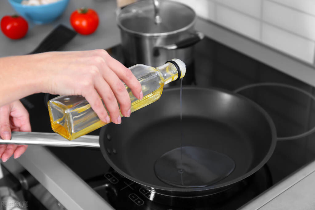 新手如何判断油温?一根筷子就能搞定,简单实用,看完涨知识了