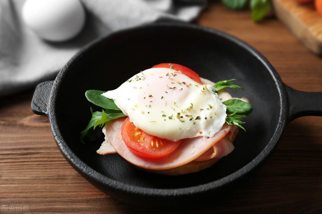 水煮荷包蛋,总是散开有白沫?牢记2个诀窍,鸡蛋圆润不粘锅 美食做法 第3张