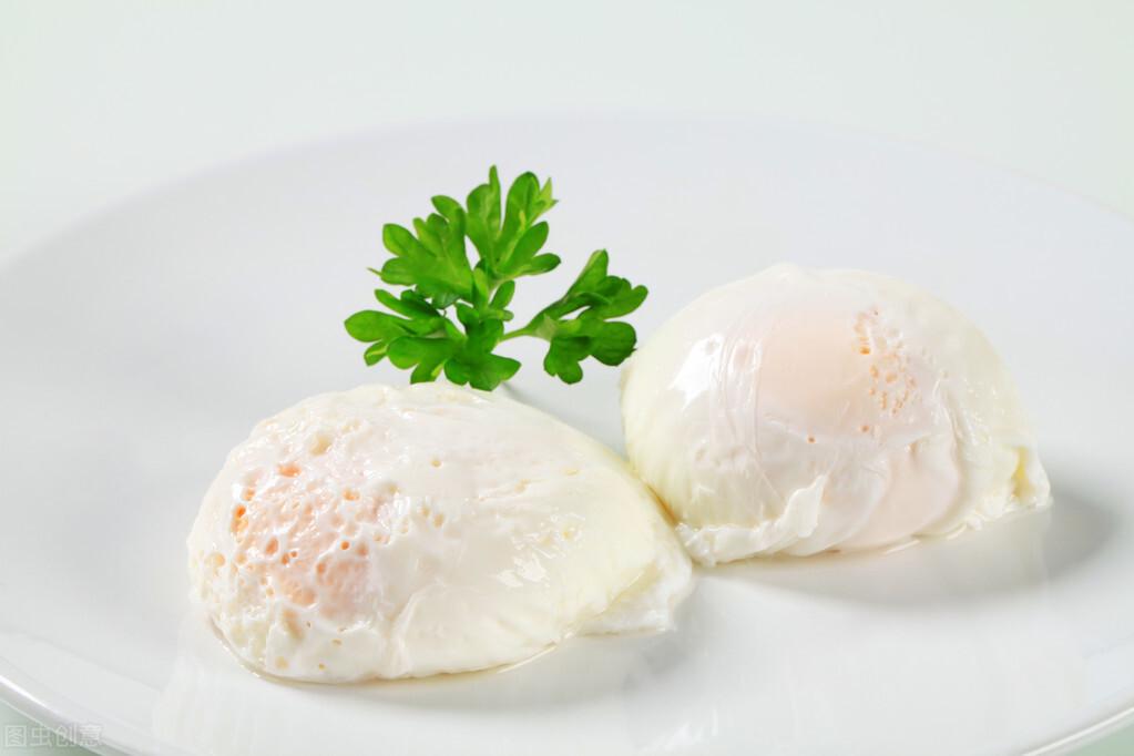 水煮荷包蛋,总是散开有白沫?牢记2个诀窍,鸡蛋圆润不粘锅 美食做法 第4张