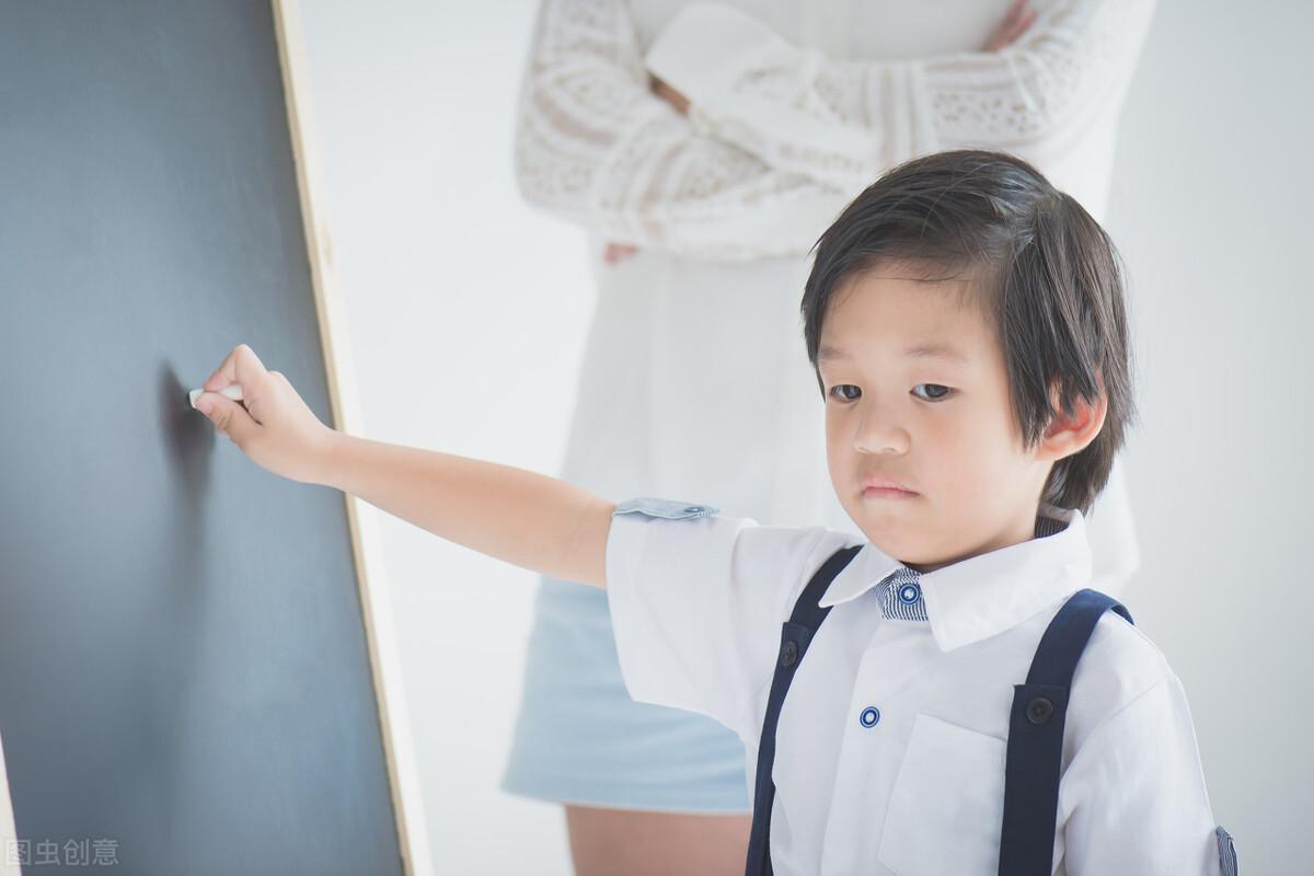 孩子在痛苦,你在大声发火叹气给她听~请家长学会处理孩子的情绪