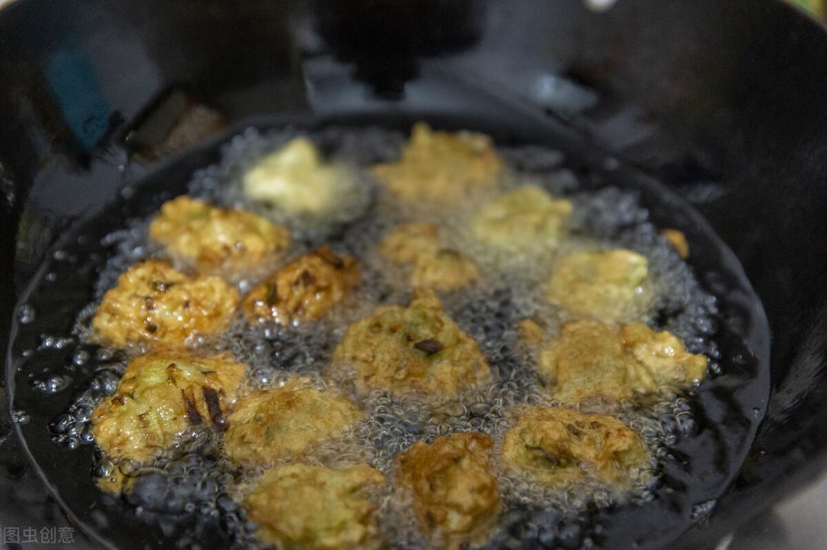 炸萝卜丸子,面粉淀粉都不用,多放这2样,金黄酥脆,凉了也不硬