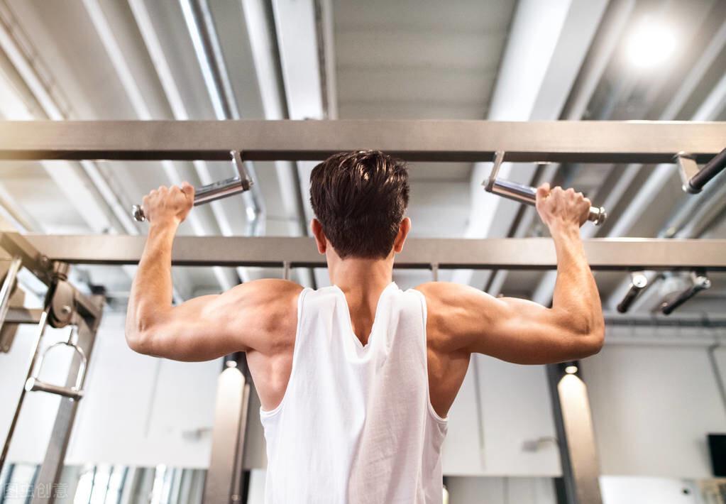 3大黃金動作,鍛鍊上半身,提高增肌速度跟力量水平