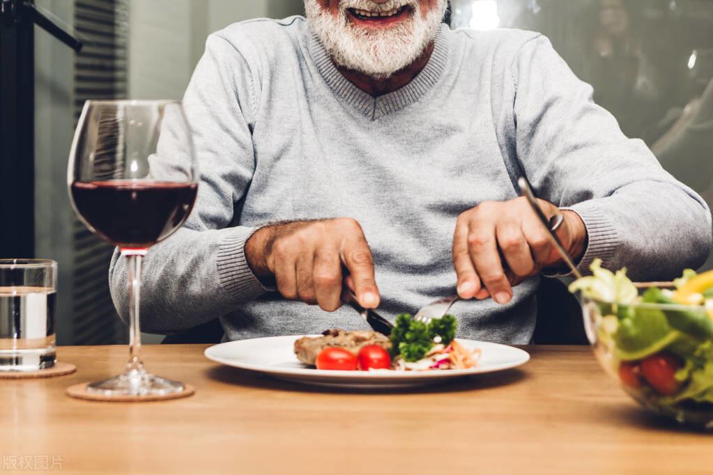 """老年人爱吃的4种肉,容易被""""造假"""",添加剂多,少吃,更健康"""