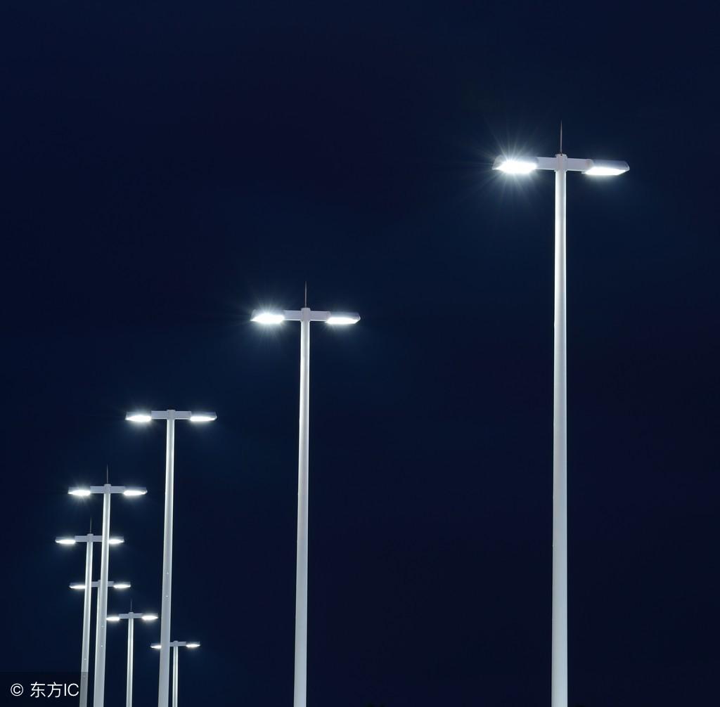 路灯杆是兼照明美观与安全的双重保障