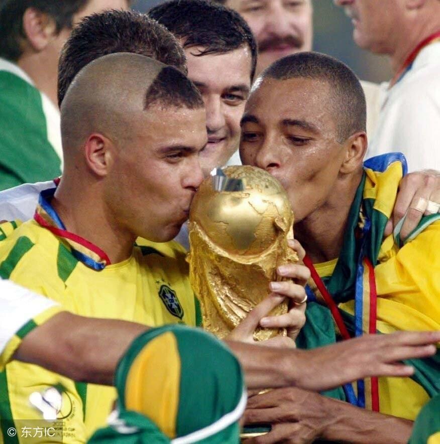 世界足坛本无小罗、C罗,一切都得从一个叫罗纳尔多的外星人说起