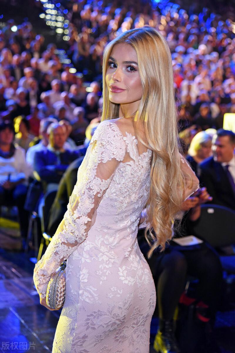"""靠健身撕掉卡里乌斯前女友标签,这位 24 岁德国网红小姐姐忘记""""劈腿""""负心汉,轻松收割450万粉丝"""