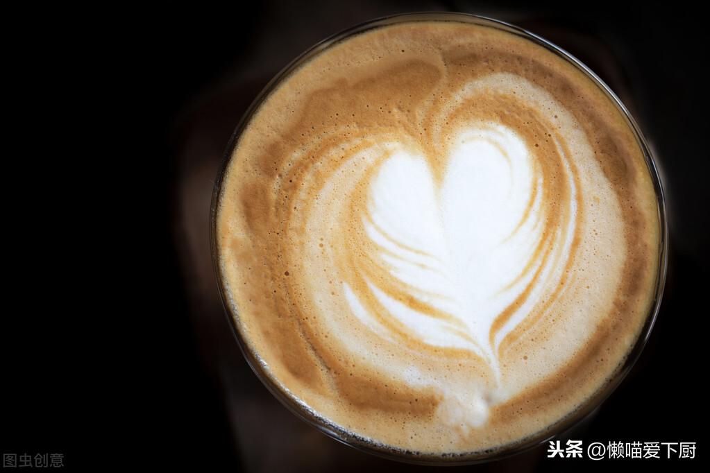 """""""摩卡咖啡""""和""""拿铁咖啡""""有啥区别?减肥不能喝哪种?涨知识了"""