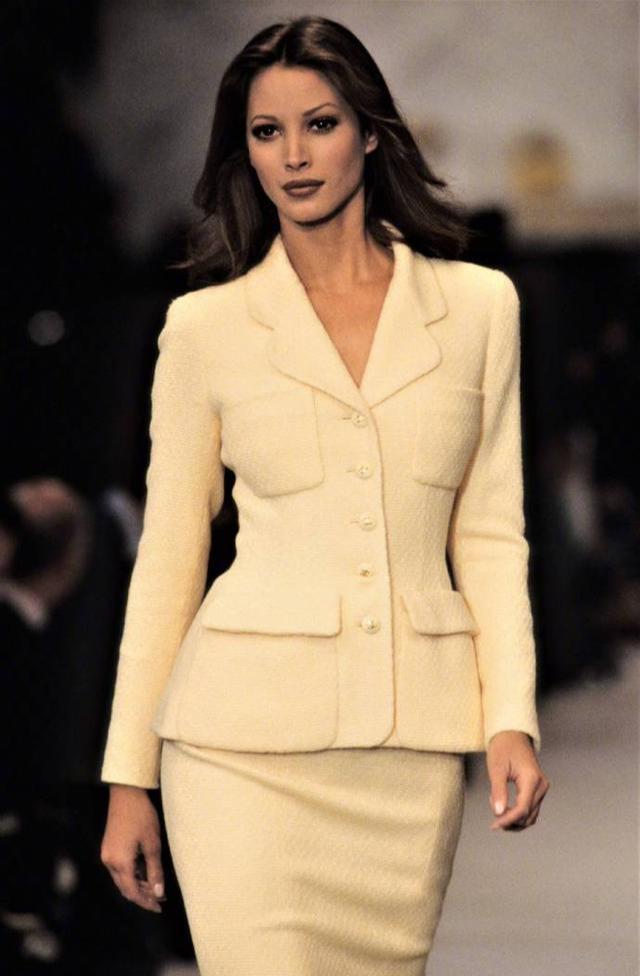 时尚就是个轮回,27年前的香奈儿春夏系列,稍有反差却惊喜连连