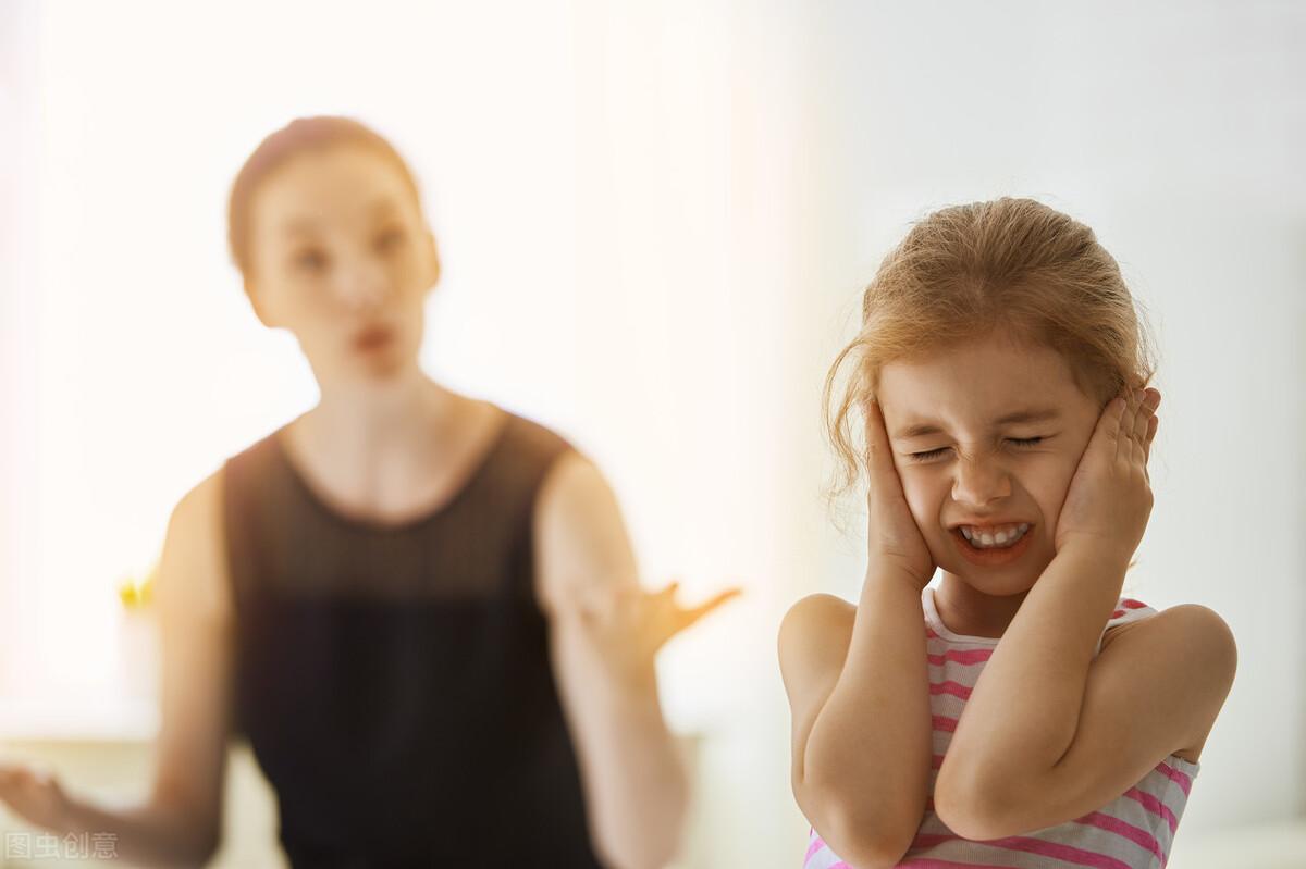 父母打击式教育,养出多少苦孩子?以爱之名的挖苦是控制