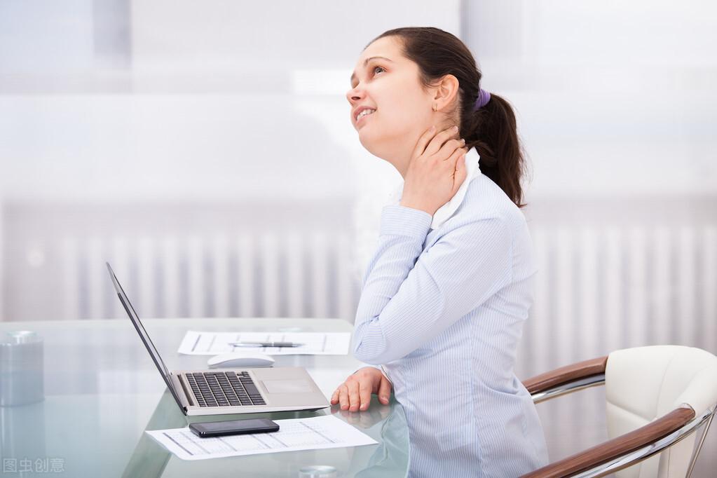 颈椎病该怎么治疗?这4种常见方法需谨记,并教你3种预防方式