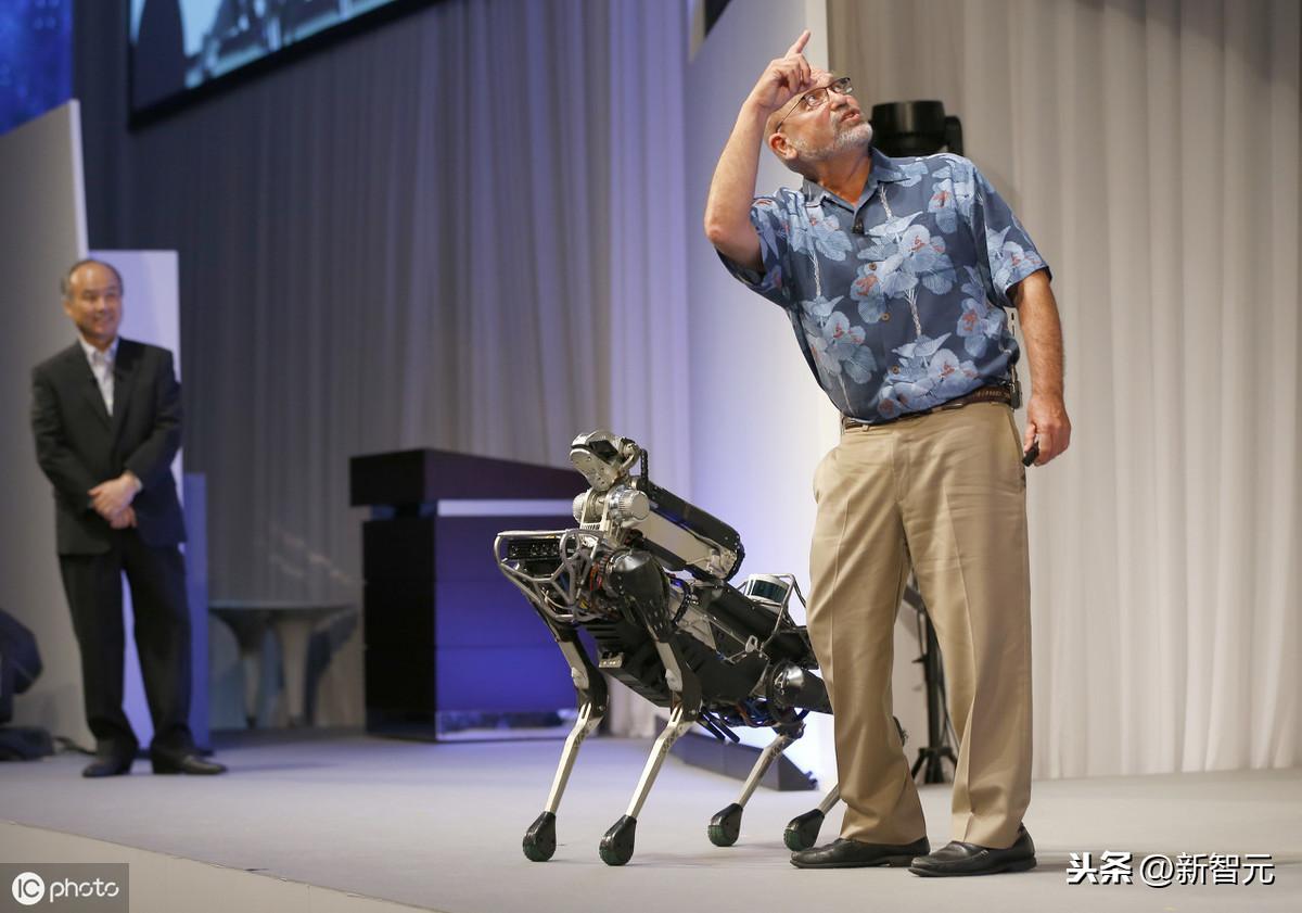 齐缔妍黑熊怪都认输!墨尔本驱动器力全新绝代智能化手机里智能机器人视頻,翻跟斗连菲律宾顶