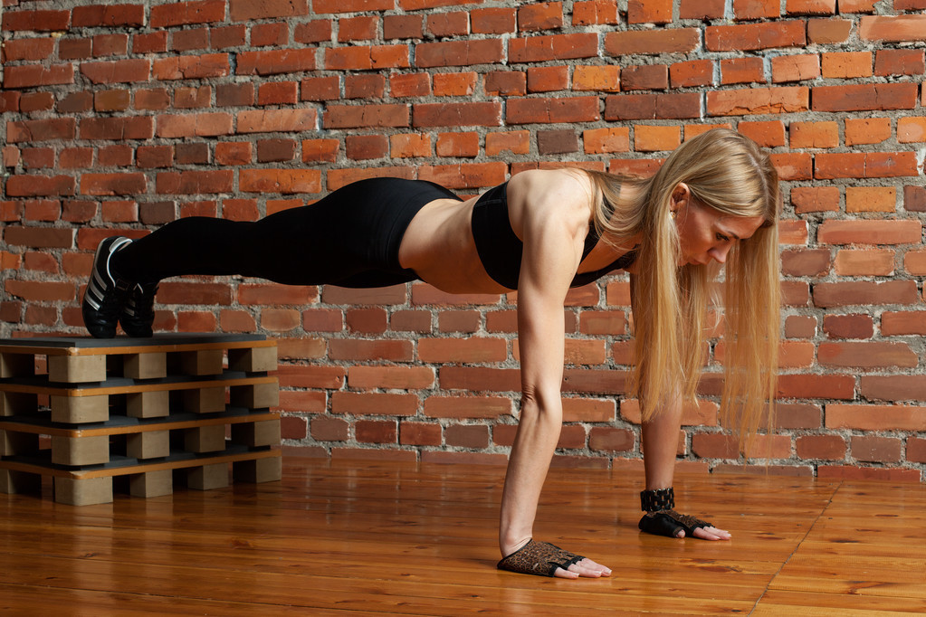 一個黃金健身動作——伏地挺身!長期堅持訓練,你能收獲什麼好處?