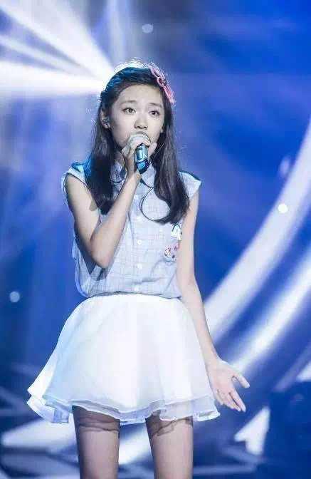 韩国又出逆天颜值中国小萝莉,才14岁比宋茜还漂亮,网友:脸盲