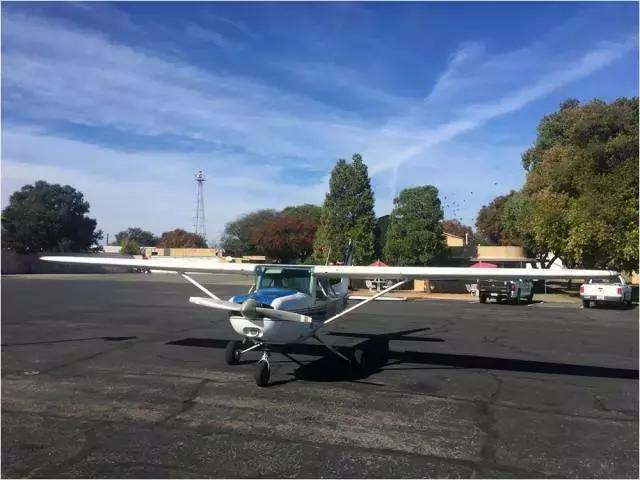 开飞机是怎样的一种体验?