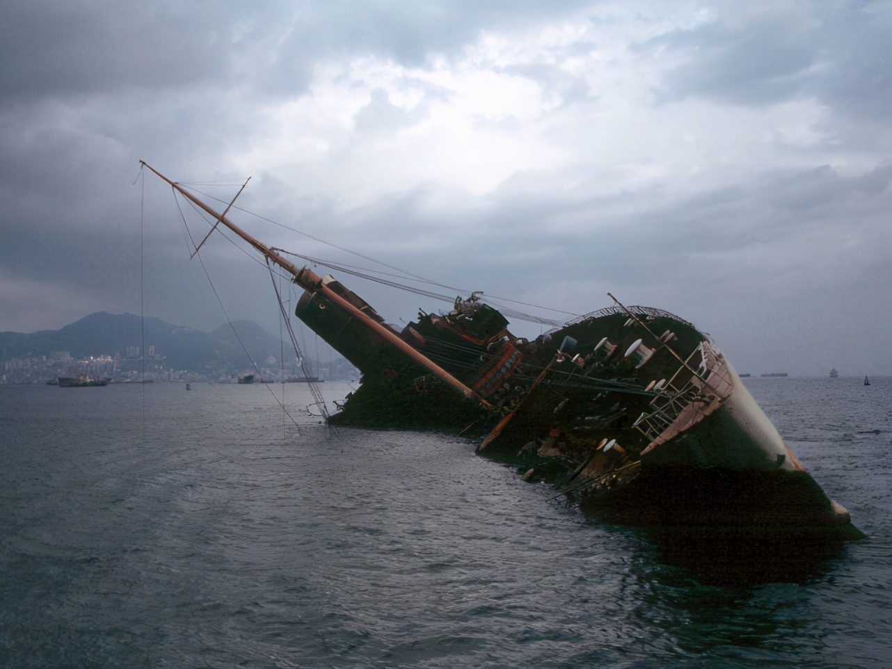 海洋为什么会出现方格子波浪?是自然现象,还是怪物来袭前兆?
