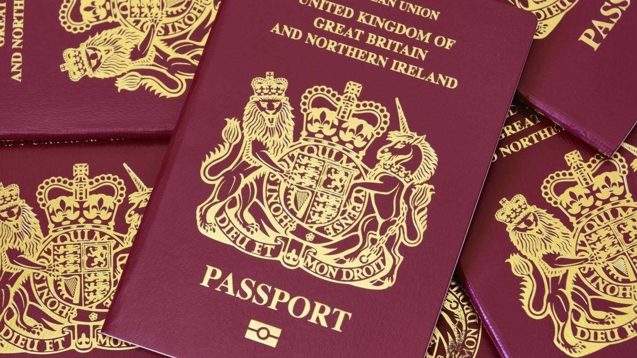 """惊不惊喜?港媒:受蛊惑一些港人移民英国,发现现实残酷又想回来 原创环球时报新媒体2021-02-26 17:39:04 据香港文汇报2月26日报道,英国早前推出所谓BNO""""5+1""""入籍政策,企图将香港"""