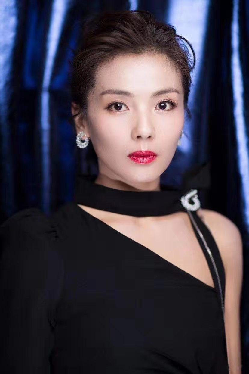 """""""国民第一贤妻""""刘涛的上位史和她背后的三个男人"""