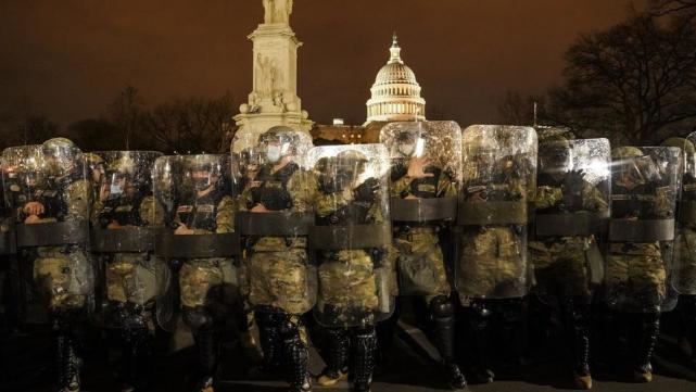 解围国会山部队竟为彭斯调动?美媒质疑:三军统帅已非特朗普?