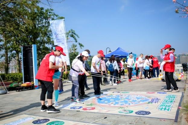当横琴最时尚跑团遇上最美花海,五百参赛者引领绿色文明新风