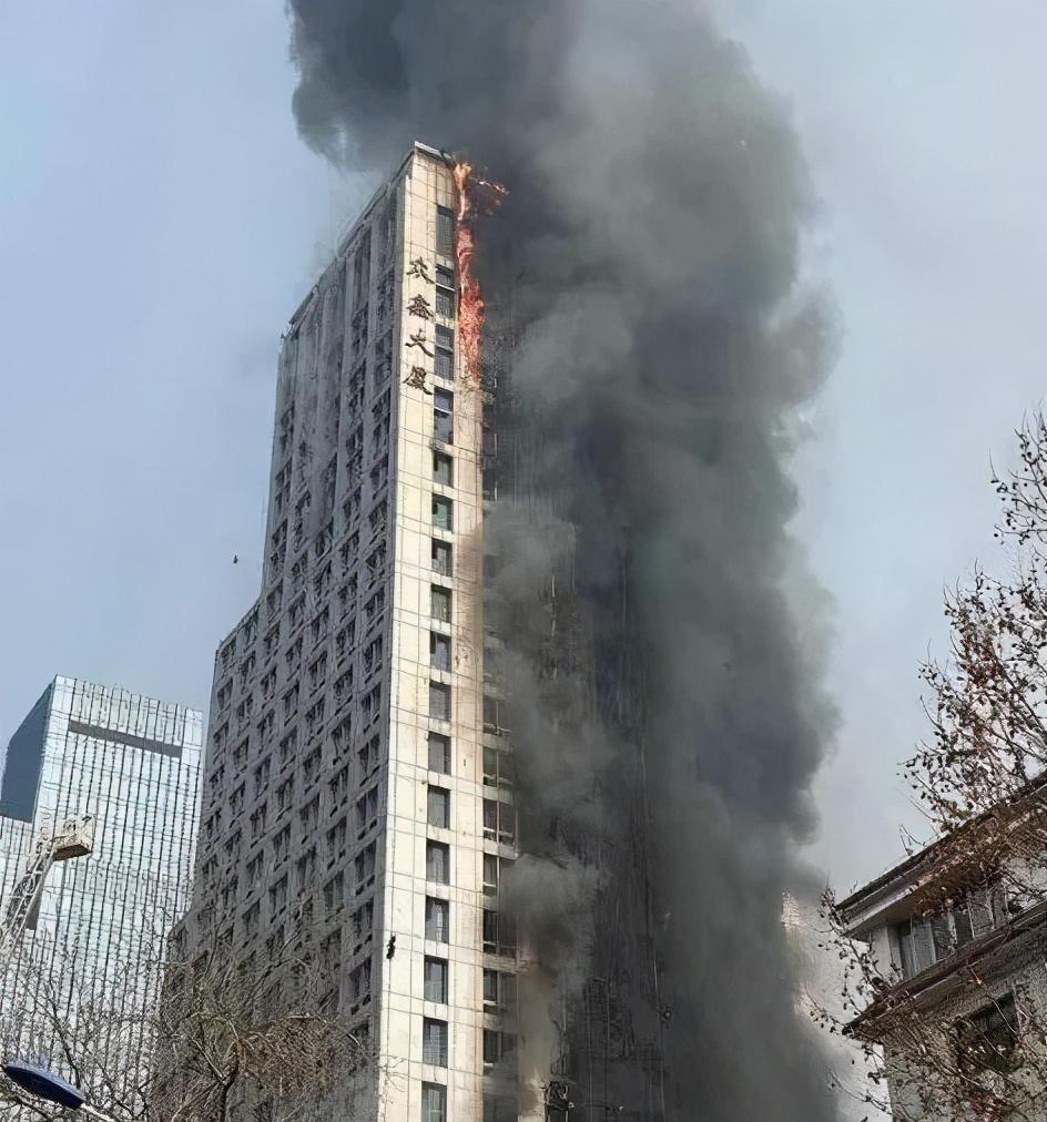 石家庄一超高层突发大火,又是劣质外保温材料惹的祸