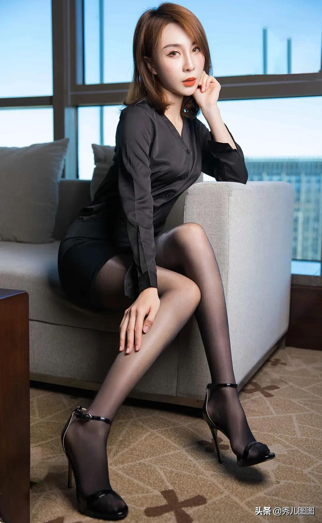 黑丝高跟美女文员,性感时尚娇艳欲滴