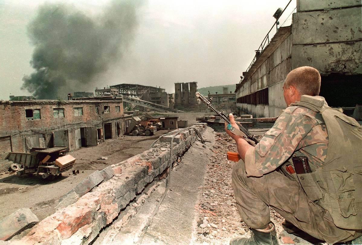 俄罗斯立国后头号惨败,两万多人伤亡惨重,幸亏有一人挽救大局