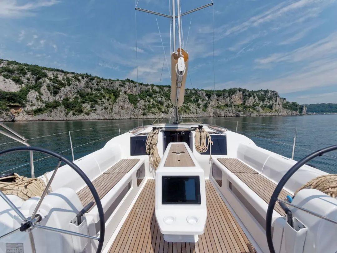 「丹枫412帆船」选择追风逐电的旅程,追求速度,不忘舒适