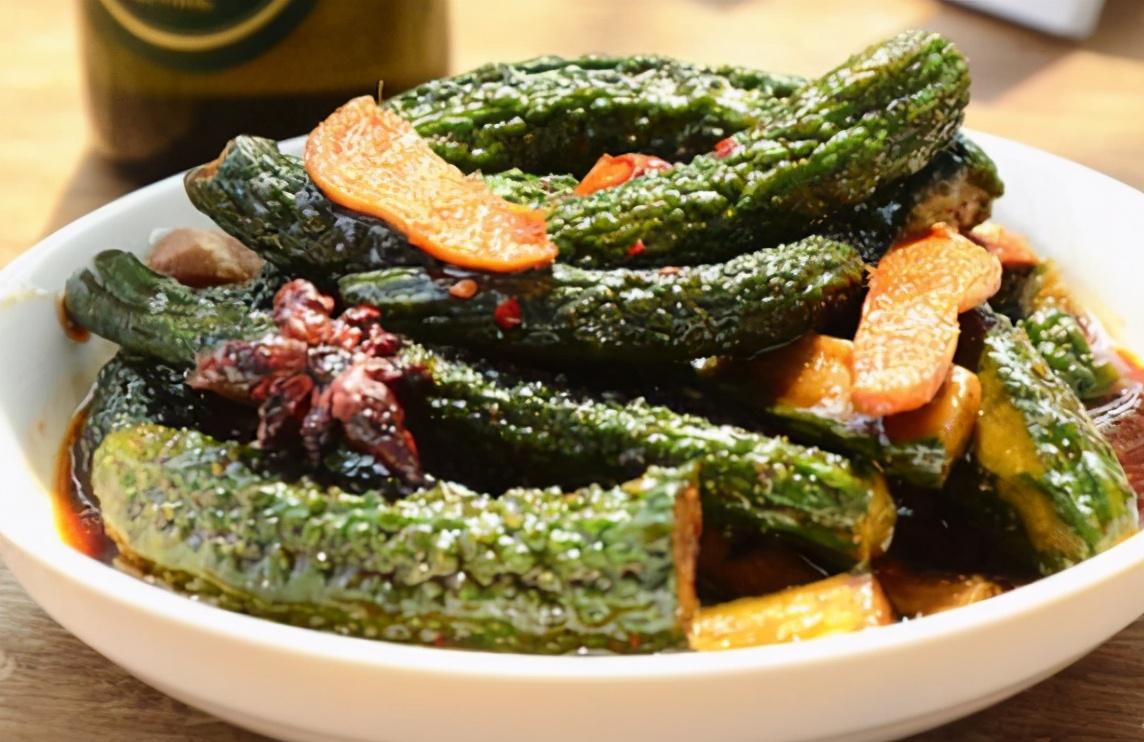 天热了,用这个方法腌黄瓜,脆嫩爽口,一次腌10斤不够吃 美食做法 第1张