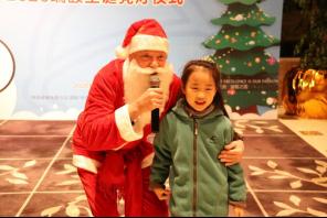 """南昌瑞颐大酒店""""点亮温暖·聚在颐起""""圣诞亮灯仪式"""