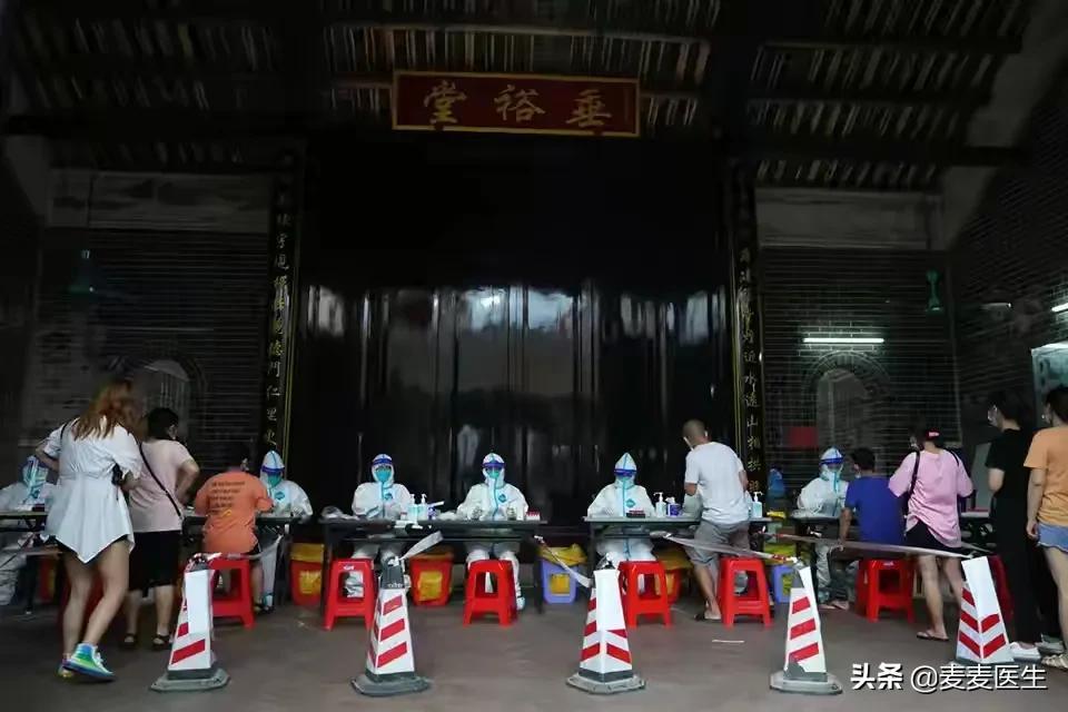 广州4例接种了第一针疫苗后,还被感染了!疫苗对变异病毒无效吗 原创2021-06-06 23:03·麦麦医生 在5月22日自广州开始的疫情,来自印度的变异病毒已感染了125人,波及佛山、茂名、湛江3个