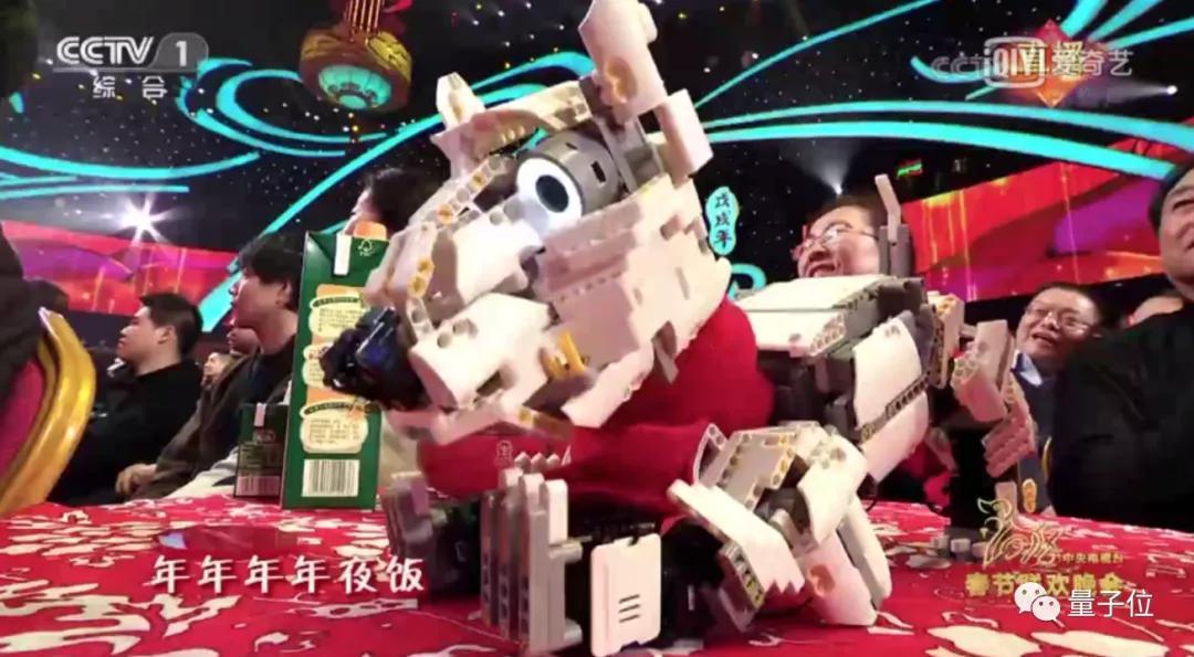 """今年央视春晚的创意担当,给了这个1岁的""""拓荒牛""""机器人"""