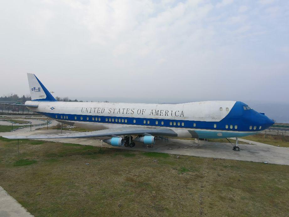 """""""空军一号""""到访,还有航母驻泊?铜川耀州区马咀欧式风情小镇。"""