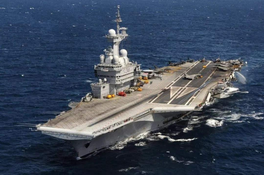 8万吨级以上航母,必须有5500人操作?