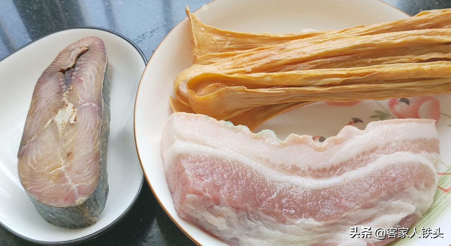 廣式蒸腩肉,加1塊馬鮫鹹魚,鹹香入味,味道獨特又好吃,真下飯
