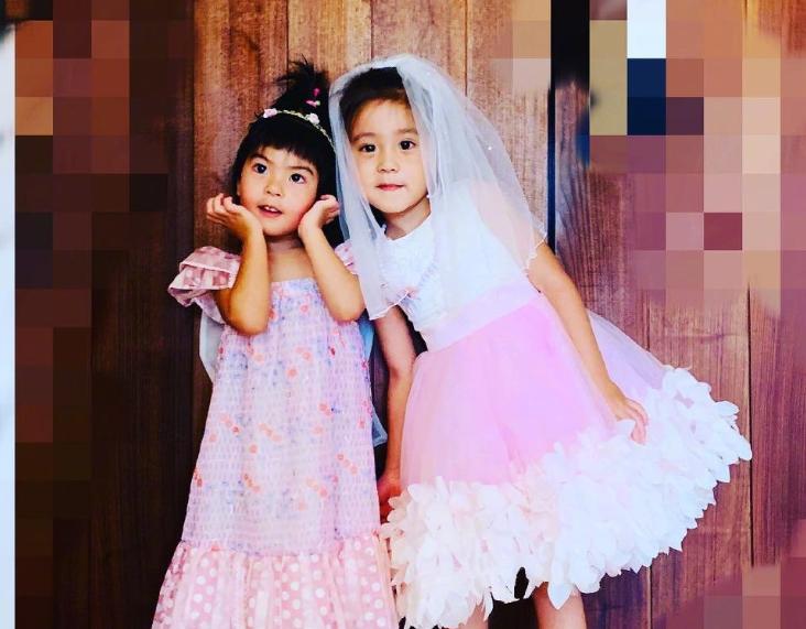 """有種""""姐姐""""叫咘咘,和妹妹波妞合照時,咘咘的手永遠護著妹妹"""