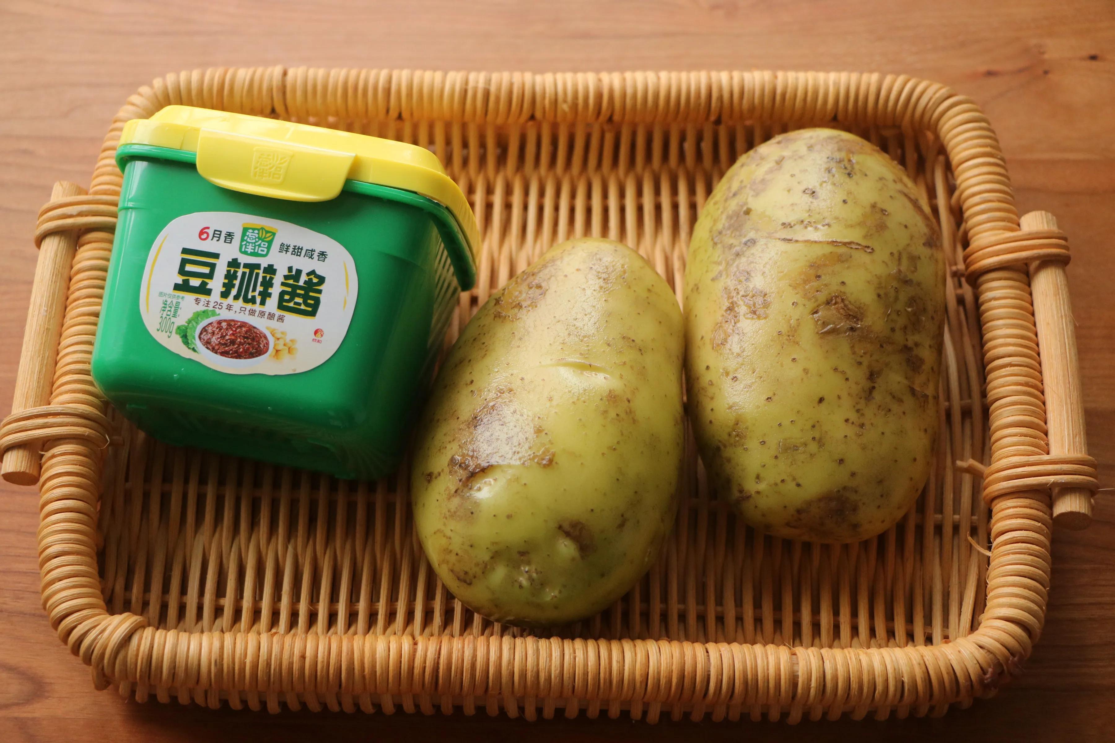 土豆简单做一做,当饭又当菜,软烂入味,入口即化,比红烧还过瘾 美食做法 第3张