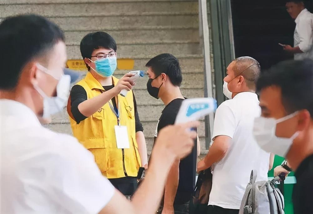 「10.26新闻速递」水警截获3名涉非法入境内地男子;新疆新增137例无症状感染者 喀什启动一级响应