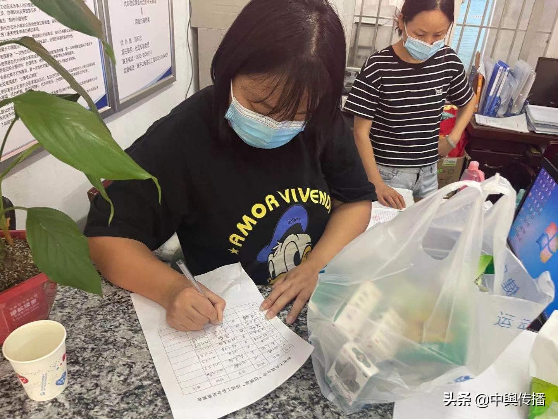 壕子口街道圣江社区工会:开展送清凉和反诈宣传活动