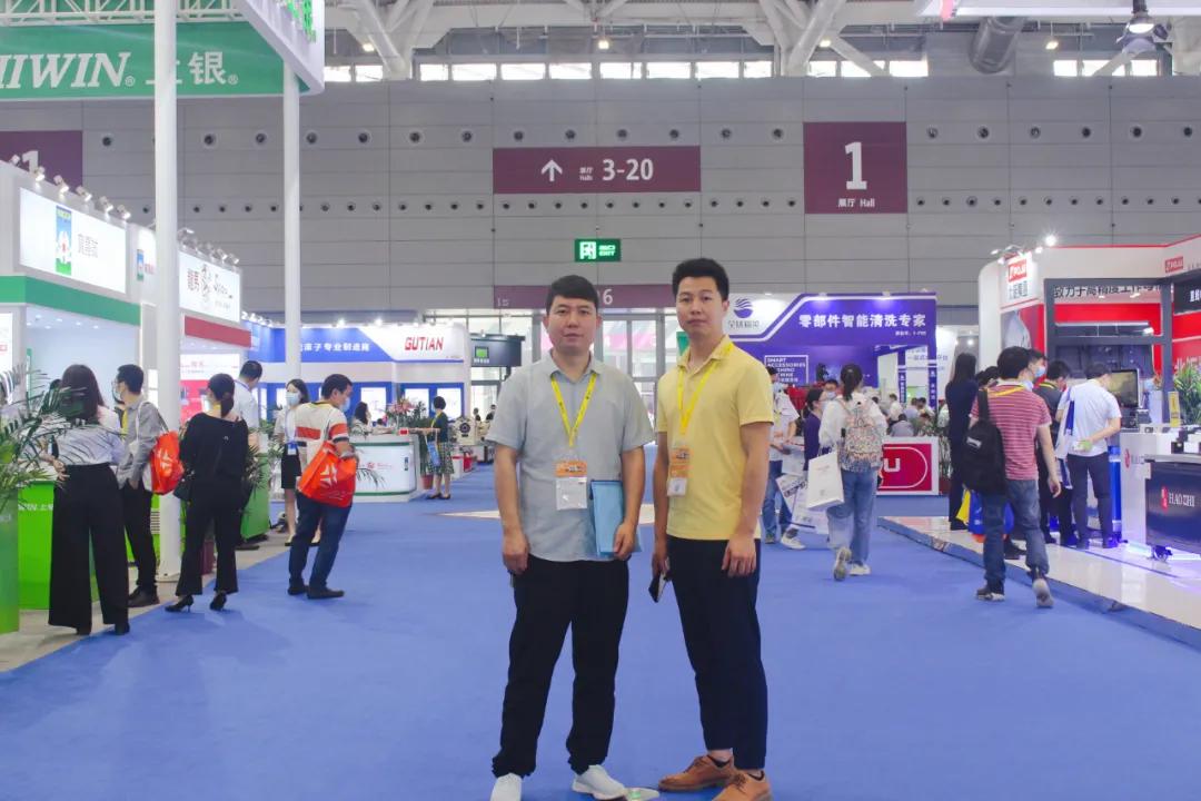 用心游学,专注技术——深德技工学校数控师生参加展览