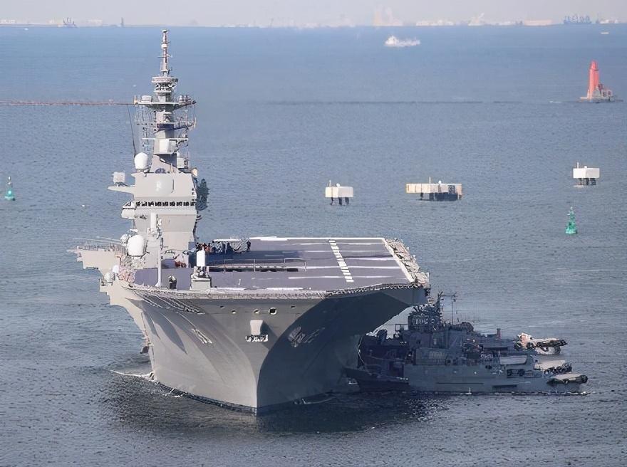 法国军舰还在亚太刷存在感,后院已燃起大火,法国或将爆发内战?