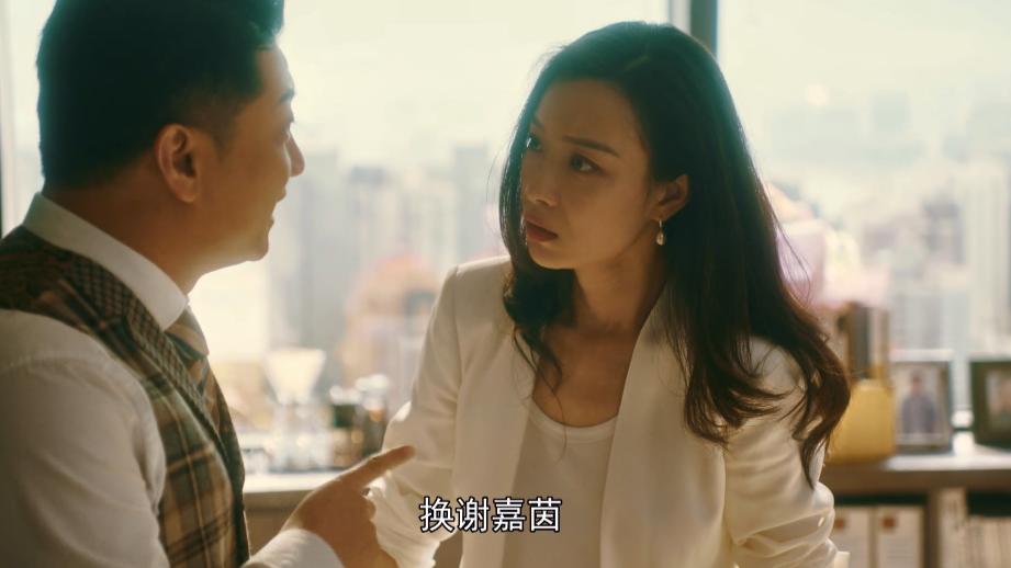 流金岁月:叶谨言宠爱锁锁,是把她当成替代品,锁锁的情感太波折