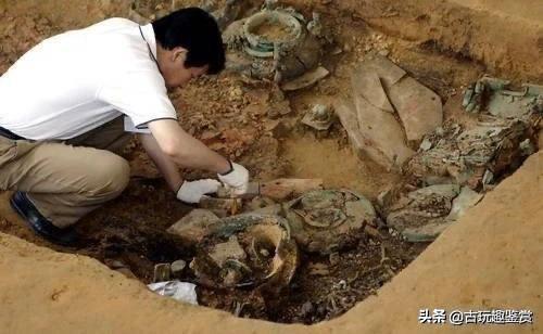 """湖北挖出二千年古墓,却突然爬出一只""""千年""""乌龟,考古队吓一跳"""