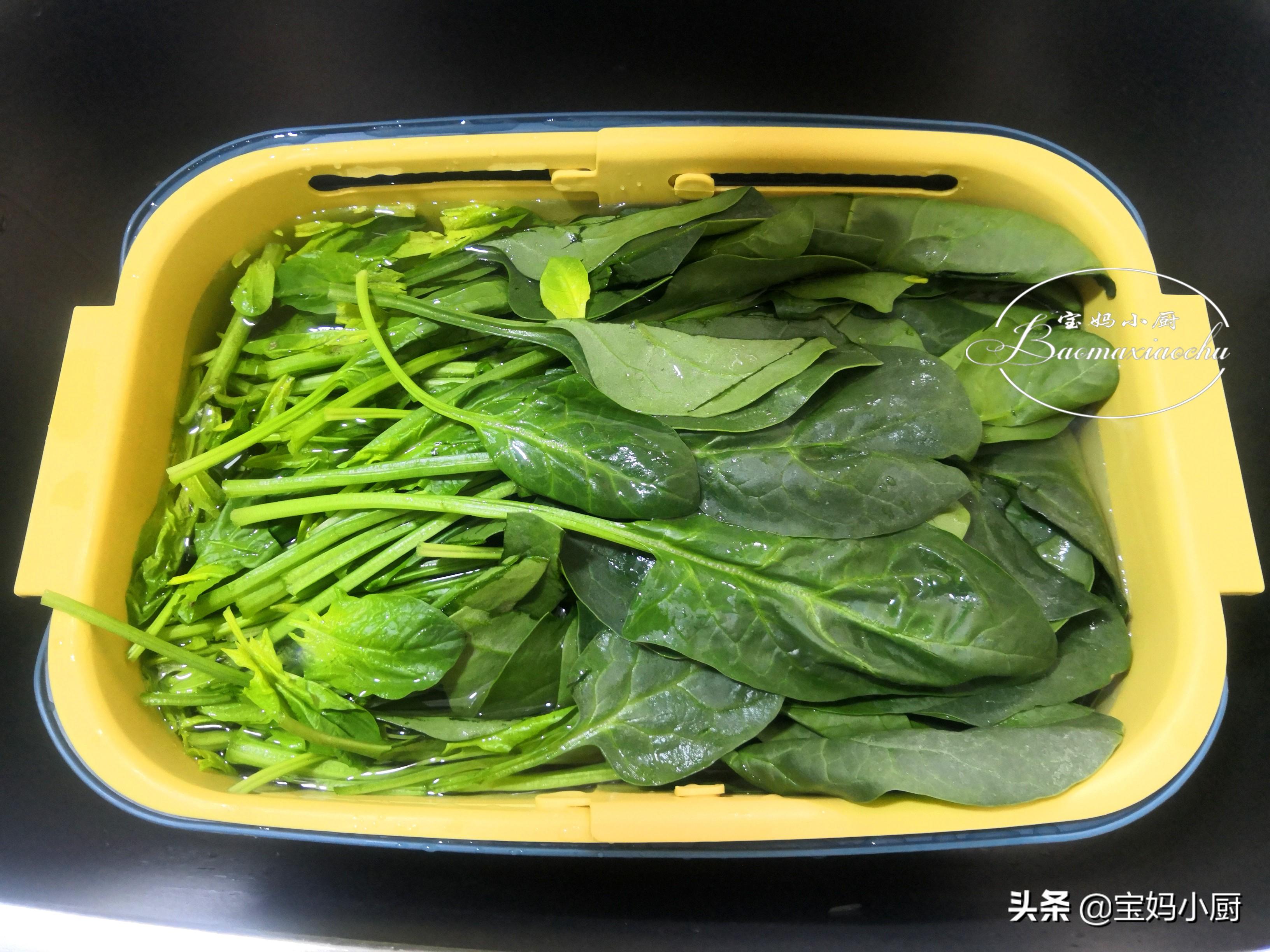 吃菠菜,我就服老公的做法,簡單一做鮮嫩有營養,一頓一捆剩不下