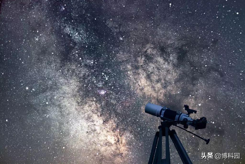 用肉眼精确定位穿过夜空的恒星和行星路径,到底有多难?