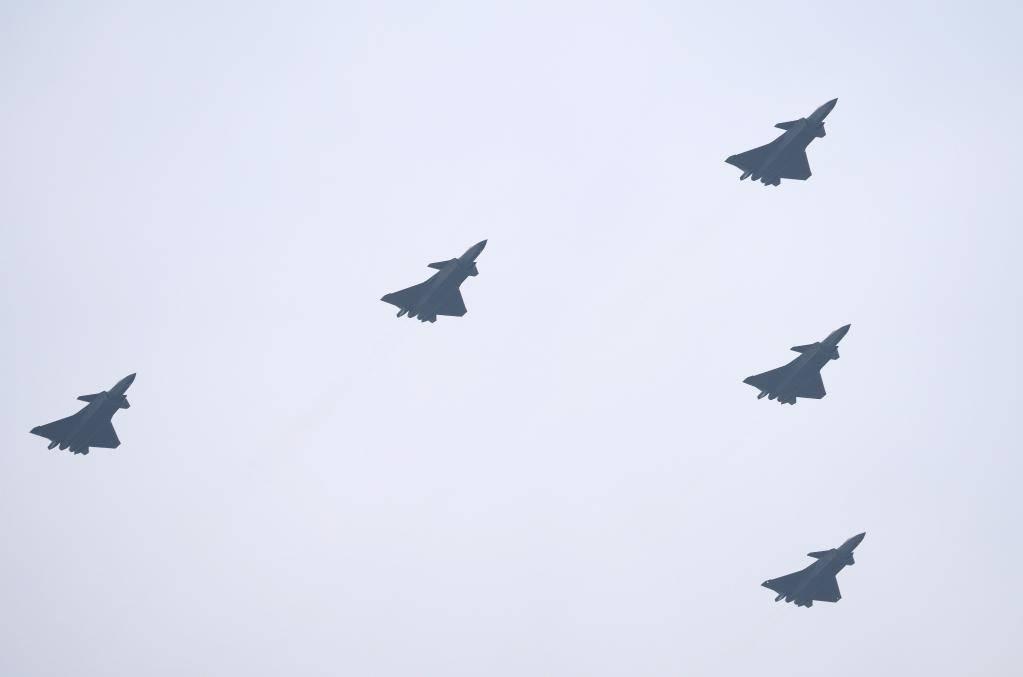 打奉陪!英国航母F-35B南海密集起降,中方表态:一切必要手段应对