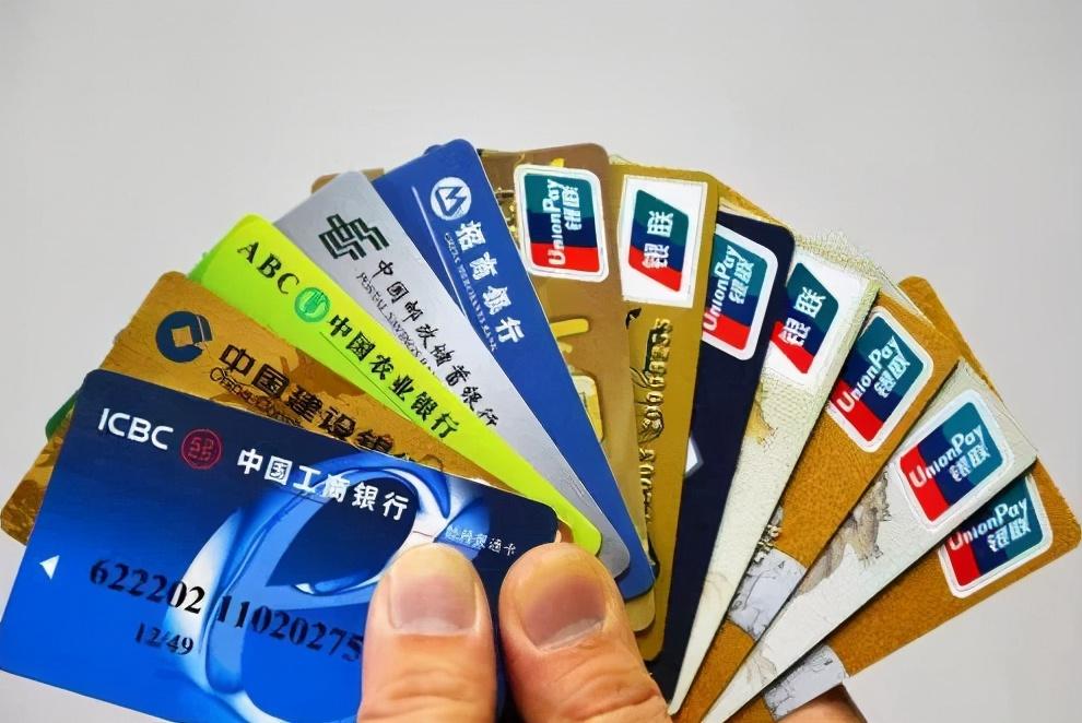 """多家银行正式出手:""""拆卡行动""""打响,三类人都要小心"""